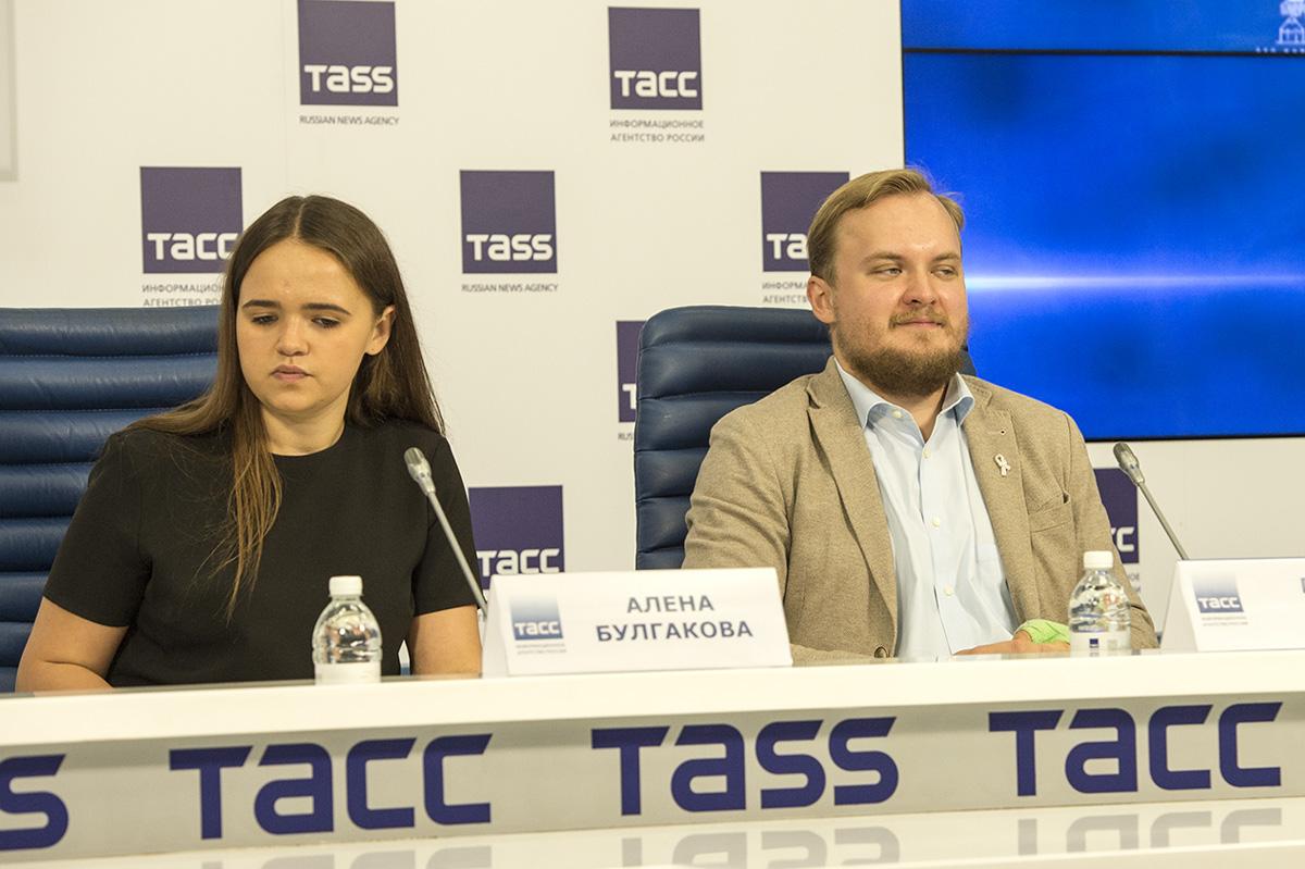 Pavel Gamov trivdes i sällskapet under presskonferensen. Foto: Nyheter Idag