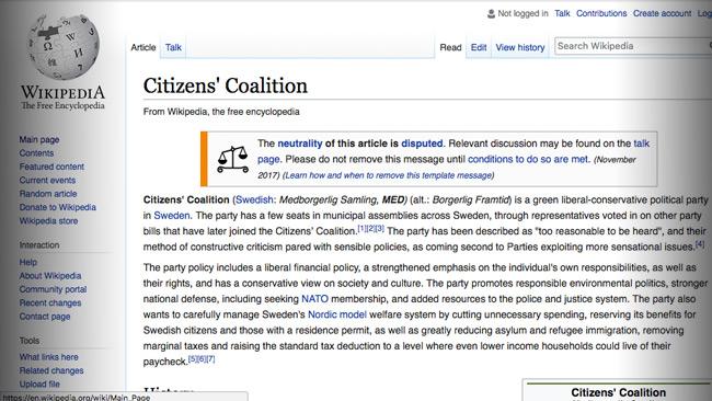 Det borgerliga partiet Medborgerlig samling finns på engelska Wikipedia, men finns inte med i den svenskspråkiga delen av samma uppslagsverk.