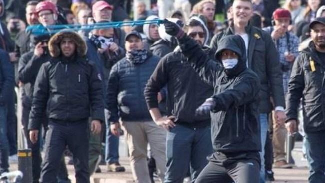 Tingsrätten: Attack med stridsvapen mot polis inte tillräckligt för utvisning