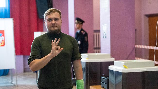 Pavel i en rysk vallokal. Foto: Nyheter Idag