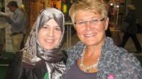 Ebtisam Aldebe med förra C-ledaren Maud Olofsson. Foto: Facebook