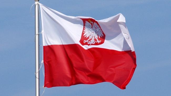Den polska flaggan. Foto: Olek Remesz (Wikimedia commons)