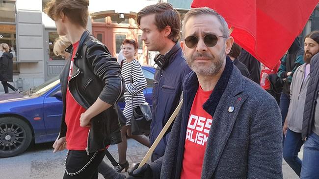 Aron Flam polisanmäler Vänsterpartiet för att vilja upphäva det privata ägandet