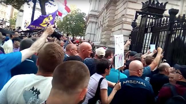 """UKIP-ledamot pressar minister: """"Om Tommy Robinson mördas eller skadas väntar åtal"""""""