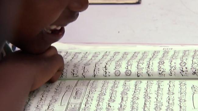 """""""Jag lyssnar inte på dig för du är vit"""" – oro för att koranskola vänder elever mot lärare"""