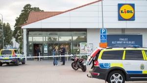 """""""Rejäl polisinsats"""" efter att Lidl rånades i Bålsta"""