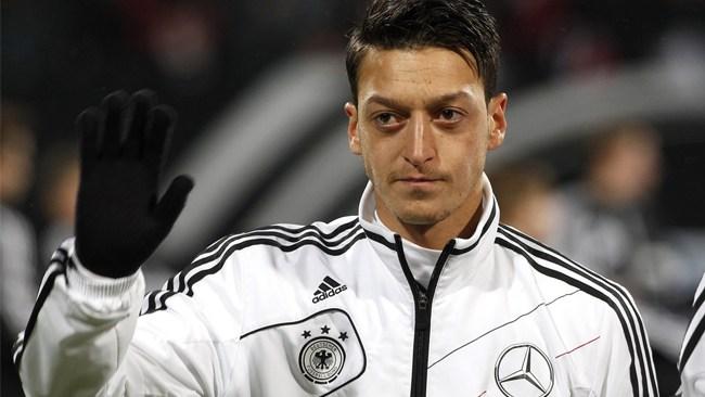Özil slutar i tyska landslaget –skyller på rasism