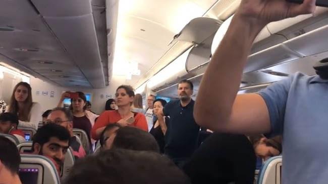 Flygpassagerare stoppade utvisning av somalisk våldtäktsman