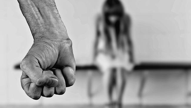 Arig flicka misshandlad efter tal om invandring