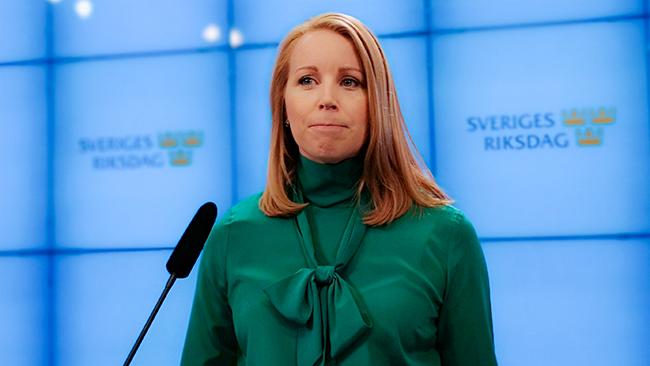 Annie Lööf svarar på löftet om att äta upp sin sko | Nyheter