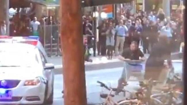 Hemlös man hjälte – försökte stoppa terrorist med kundvagn