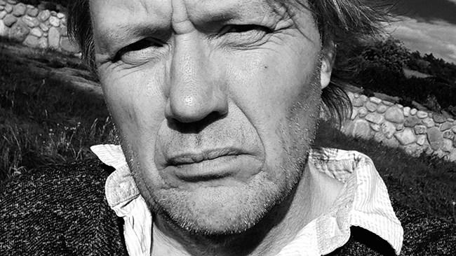 """Sune-författare skriver dystopi om Sverige: """"Än så länge får man ju skriva det man vill"""""""