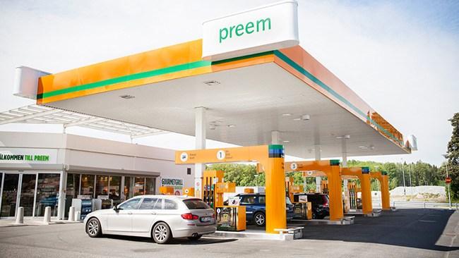 Bensinpriset nu runt 17 kronor litern – kan bli ännu dyrare i sommar
