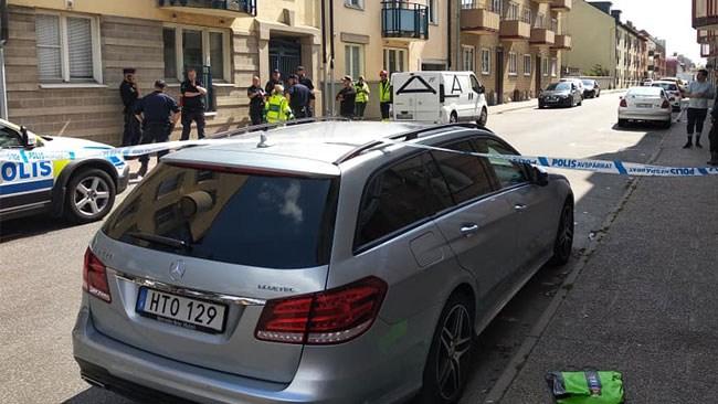 Uppgifter: Nakna män sprang på taket i knivdramat i Kristianstad