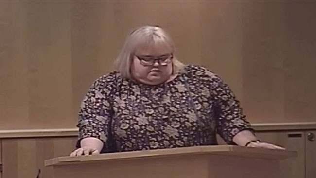 Nypensionerad åklagare och politiker (V) hotade att åtala den som polisanmäler åldersfusk