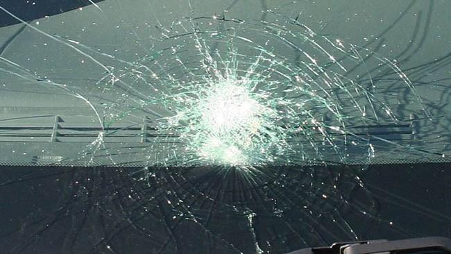 En skadad efter att bilister utsattes för stenkastning i Norrköping
