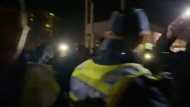 Polis skadad när Lamotte livesände