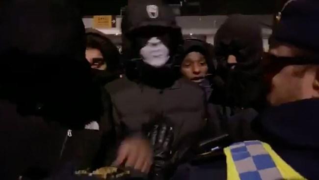 Våldsam attack mot Lamotte – maskerat gäng stal hans utrustning