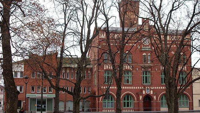 Nu får Arvika kommun betala för regeringens migrationspolitik – socialbidragen till nyanlända ökar kraftigt