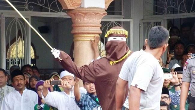 Islamistisk jämställdhet när Indonesien börjar med kvinnliga piskare