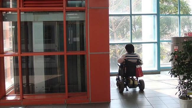 Svårt funktionshindrad får all hjälp indragen