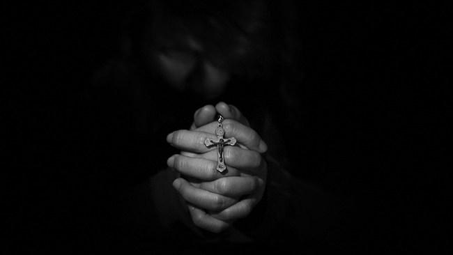 Kristen konvertit vågar inte visa sitt kors i arabiska affärer
