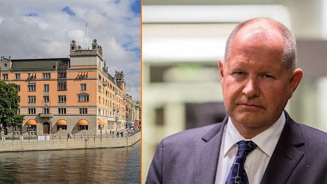 """Dan Eliasson toppar """"elefantkyrkogårdens"""" löneliga"""