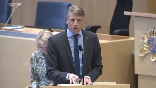 """Bolunds (MP) nya skryt i riksdagen: """"Har suttit i ett toppmöte med John Kerry"""""""