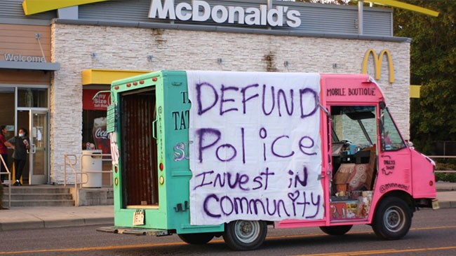 Lovade att skära ned polisens budget – kovänder efter våldsvåg