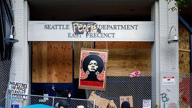 Nu vänder även Seattle – fler poliser årets trend i USA