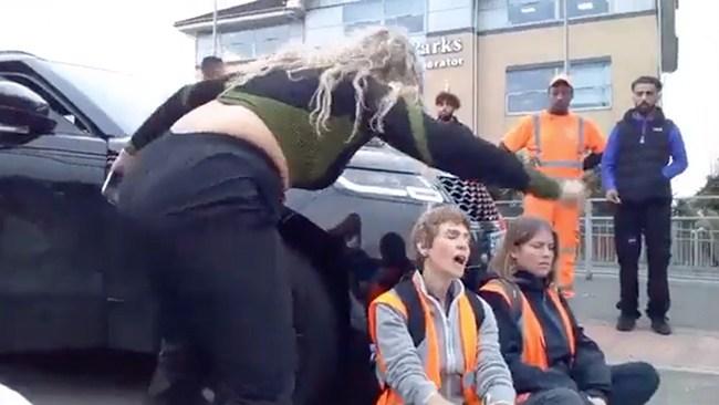 """Därför körde arga mamman på aktivisterna: """"Oförskämda"""""""
